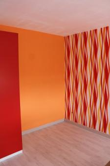 Les travaux de finition sont en cours dans l'extension de maison d'architecte près de Forges-les-Eaux